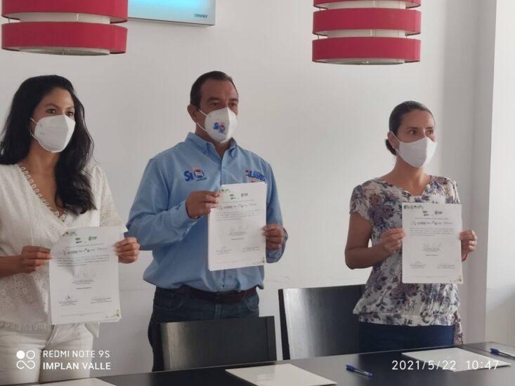 Firma del compromiso por el Desarrollo Sustentable y la Acción Climática del candidato, Ing. Alejandro Alanís Chávez en Valle de Santiago, Guanajuato.