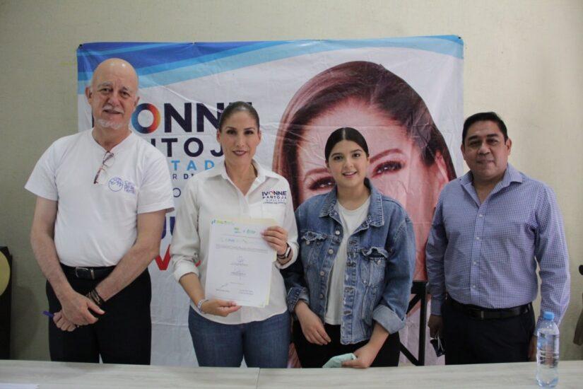 Firma del compromiso por el Desarrollo Sustentable y la Acción Climática de la candidata a Diputada Local Laura Ivonne Pantoja Abascal en Zamora, Michoacán.