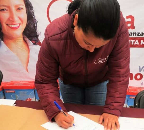 Firma del compromiso por el Desarrollo Sustentable y la Acción Climática de la candidata María Guadalupe Díaz Avilés en Ixtlahuaca, Estado de México, México.