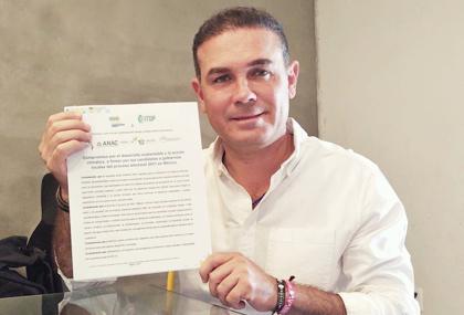 Firma del compromiso por el Desarrollo Sustentable y la Acción Climática del candidato Alejandro Navarro Saldaña en Guanajuato, Guanajuato